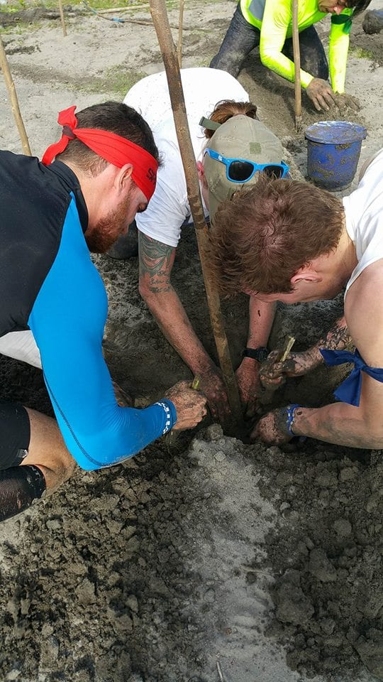Fuego Y Agua Survival Run - Digging for treasure
